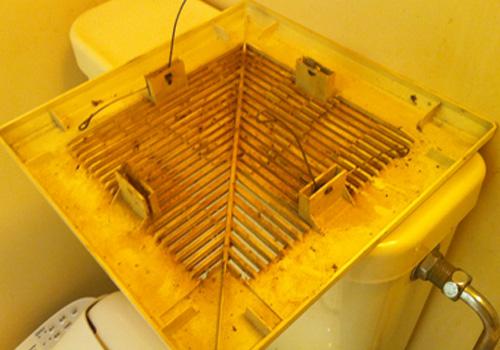 浴室換気扇カバークリーニング前