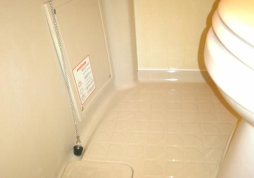 浴室 床 クリーニング途中