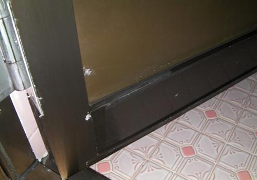 浴室 ドア クリーニング途中