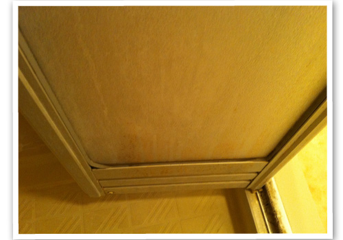 浴室の中折れ戸 ハウスクリーニング前
