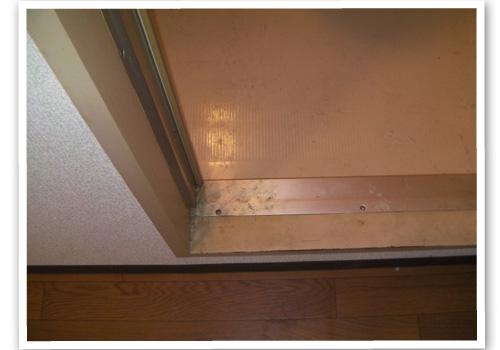 浴室のドア枠 ハウスクリーニング前