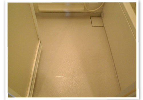 浴室の床の清掃後