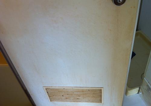 浴室ドアクリーニング前